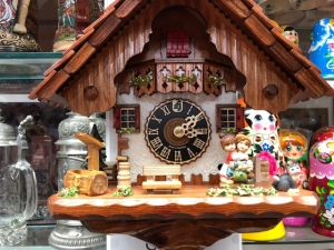 Hones #1233 kissing Cuckoo Clock